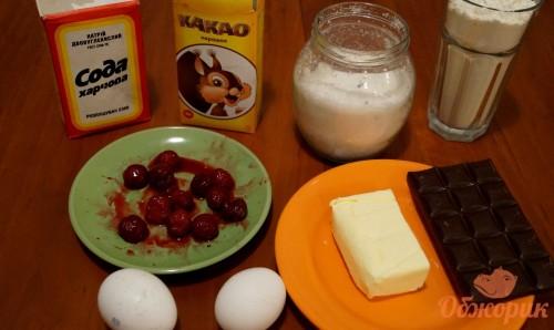 Приготовление шоколадных кексов с вишней