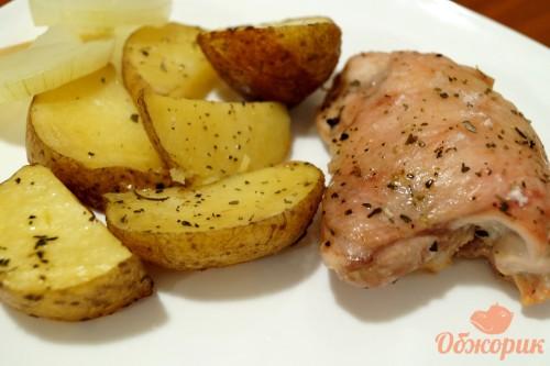 Картофель в мундире с курицей