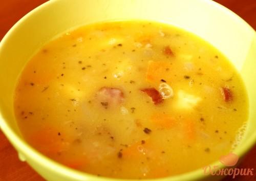 Приготовление горохового супа с колбасками