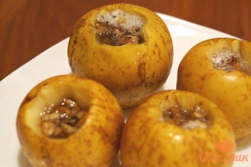 Печеные яблоки с медом