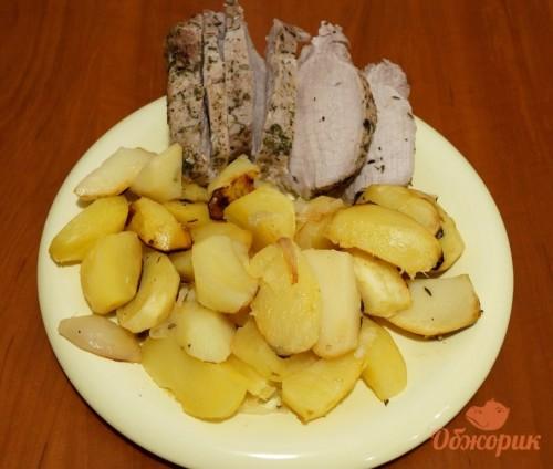 Запекание буженины с картошкой в рукаве