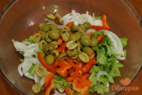 Приготовление салата с моцареллой