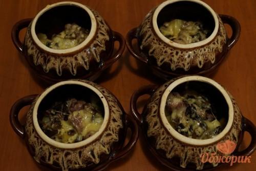 Приготовление картофеля с мясом в горшочках