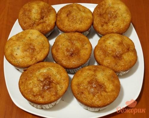Приготовление сметанных кексов с орехами