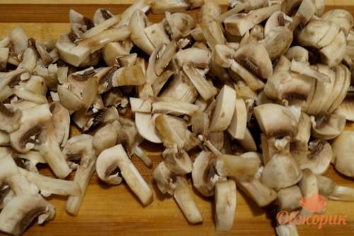 Приготовление куриных сердец с грибами