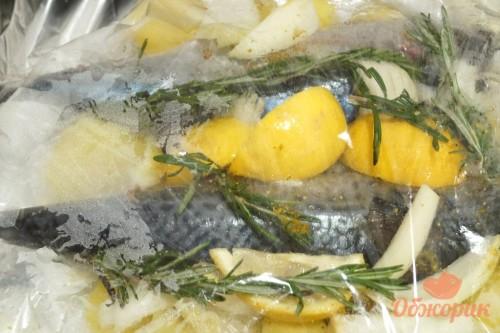 Приготовление картошки со скумбрией в рукаве