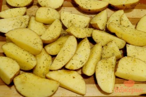 Приготовление картофеля под сырным соусом