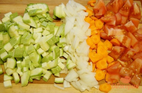 Приготовление овощного рагу с курицей