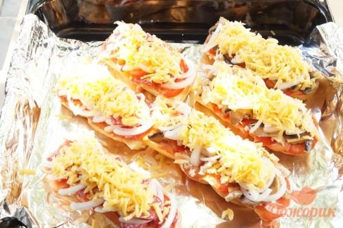 Приготовление пиццы на багете