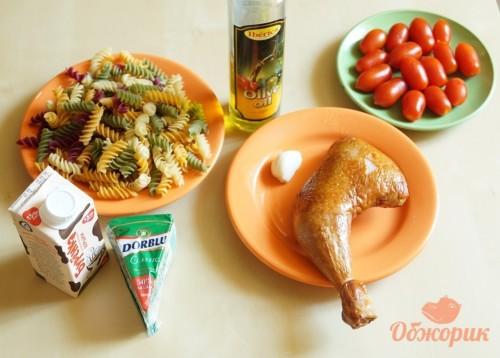 Паста с копченной курицей и соусом дор блю