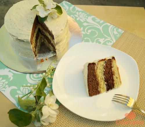 Бисквитный торт с карамельным соусом