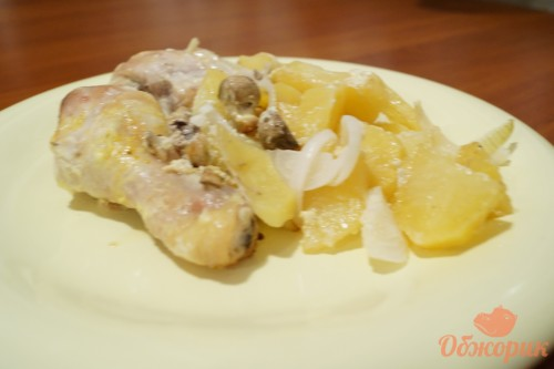 Куриная голень, запеченная с картофелем и грибами