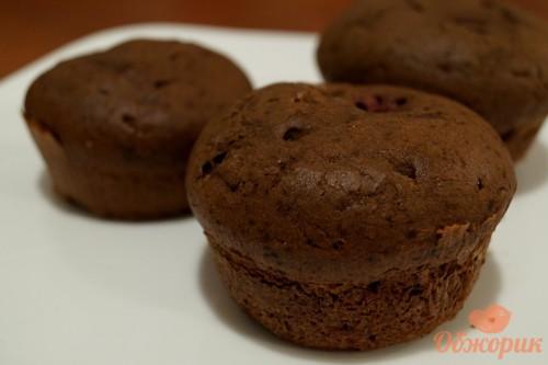 Шоколадные кексы с вишней