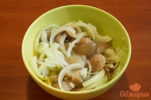 Маринованые грибы с луком