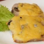 Свинина с грибами под сыром