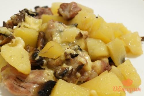 Картошка с мясом в горшочках