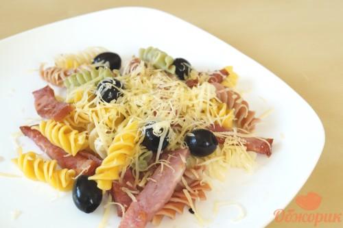 Макароны с ветчиной и сыром
