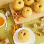 Печеные яблоки с орехами и корицей