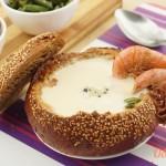 Крем суп с креветками и голубым сыром